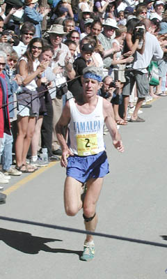 Russ Kiernan (1998 and 2002 Dipsea Champion) handily wins his second Dipsea victory in 2002.